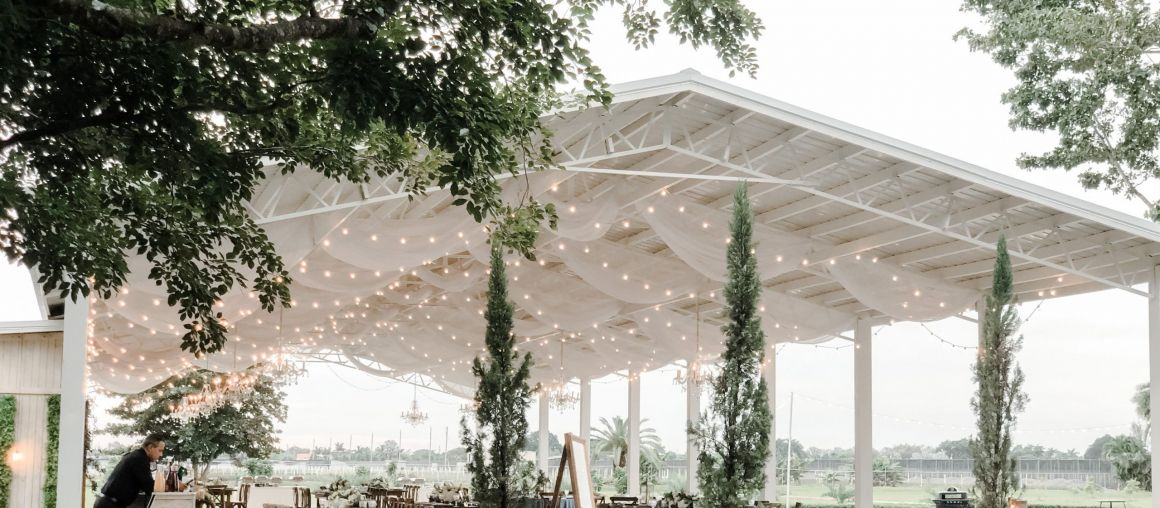 Where should I have my wedding, in a Banquet hall or in a Miami Farm venue?